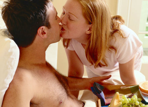 548a87761d569_-_rbk-breakfast-in-bed-kiss-s2