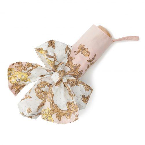 華やかなスカーフ柄の日傘ミニピンクたたむ