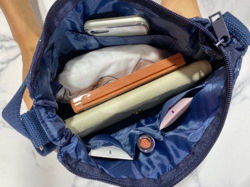 リンネル9月号通常版付録のショルダーバッグの内側に物を入れたところ