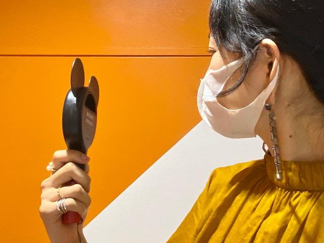 SPRiNG9月号増刊号ハンディ扇風機使用中