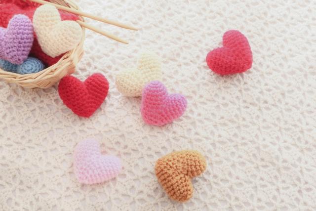 ハート編み物