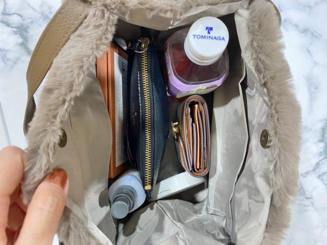 エコファーバッグに荷物を入れたところ
