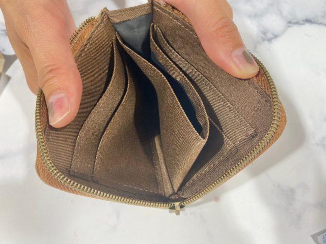 moz 牛革財布の中身