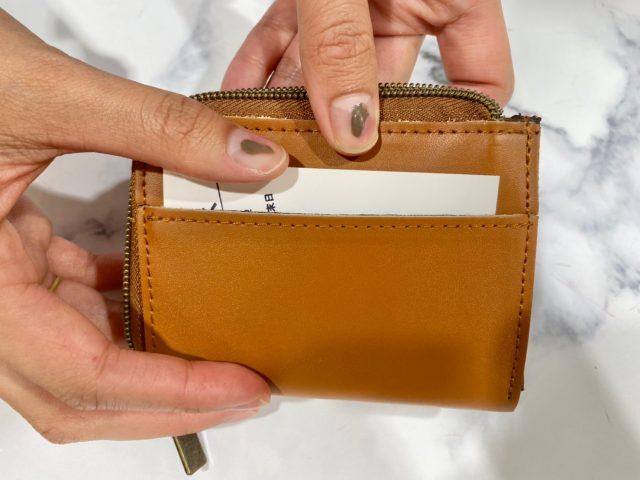 moz 牛革財布にカードを入れたところ