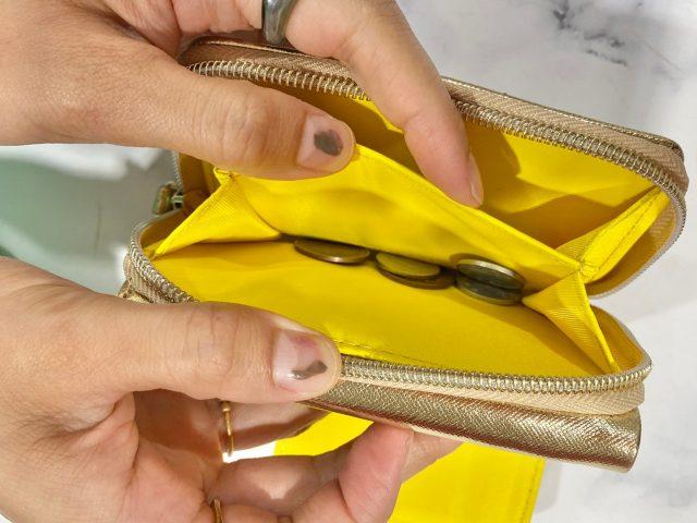 最強金運三つ折り財布に小銭を入れたところ