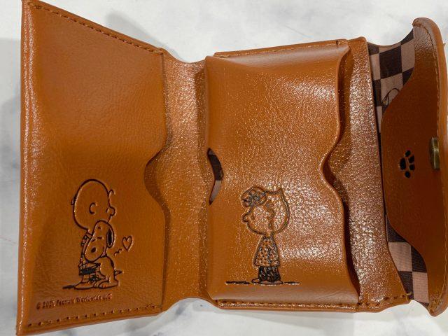 SNOOPYのレザー調三つ折り財布・中身を開いたところ