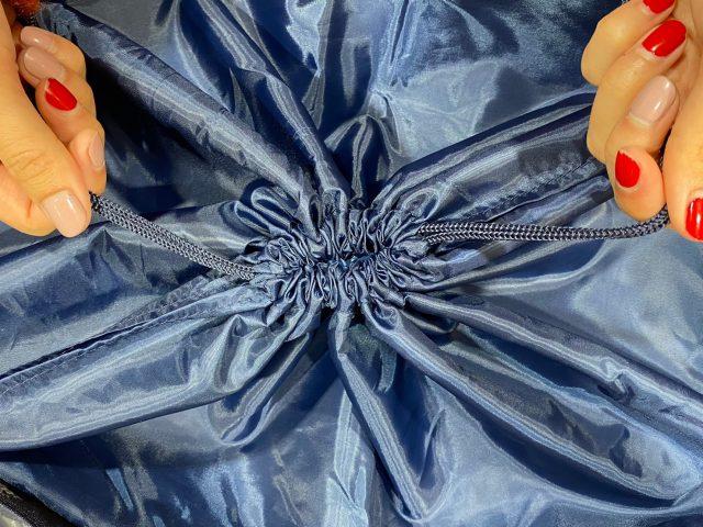 KID BLUE 保冷ができるレジカゴサイズのショッピングバッグのひもを結んだところ
