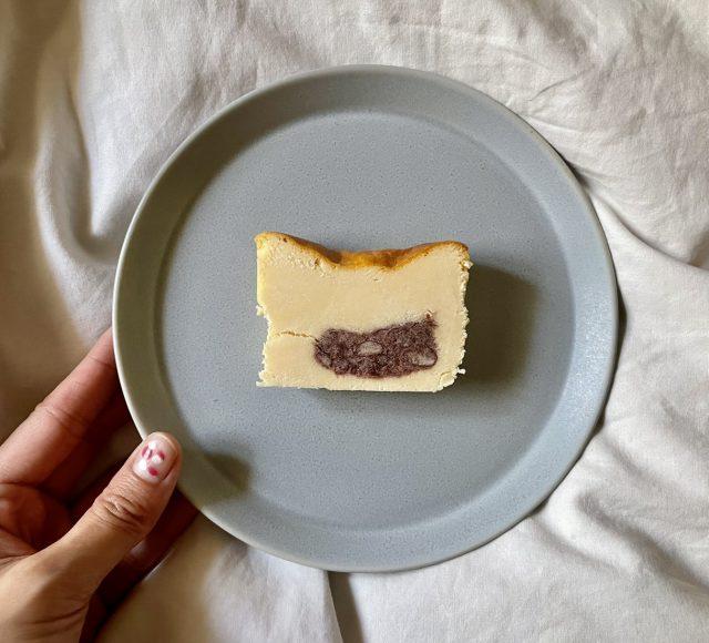 あんことあんこチーズケーキ一切れ