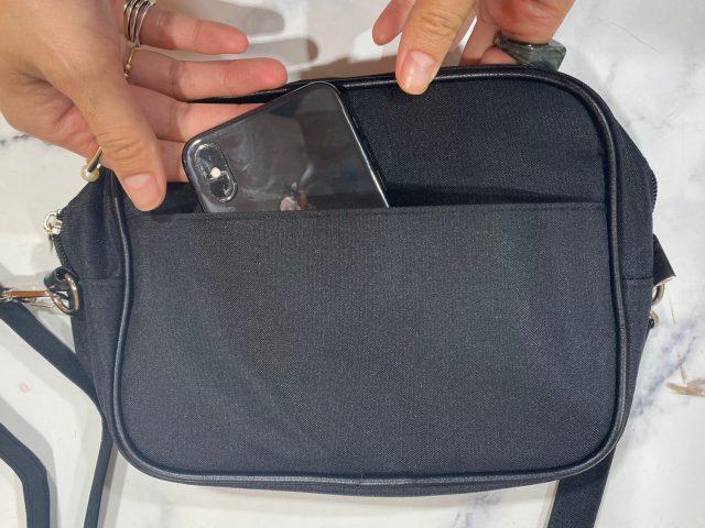 N. Natural Beauty Basic 10ポケットショルダーバッグの背面ポケット