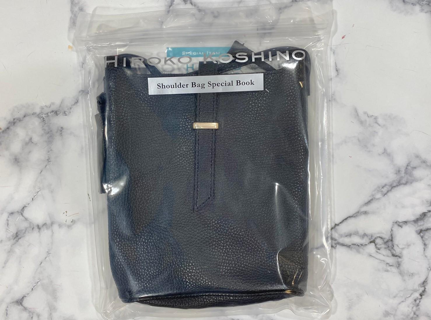 包装されたレザー調ショルダーバッグの画像