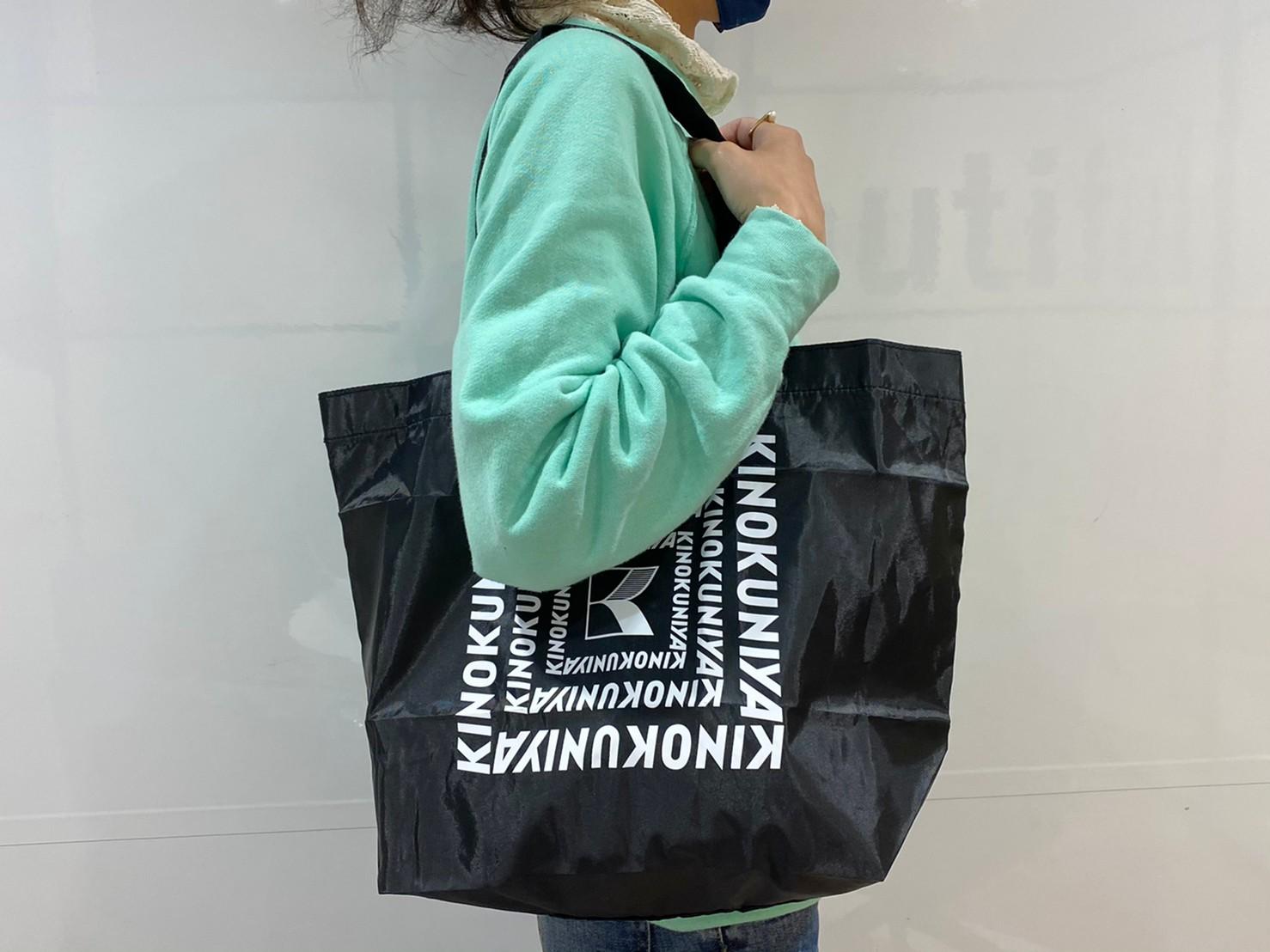 ブラックの買い物バッグ肩掛け画像