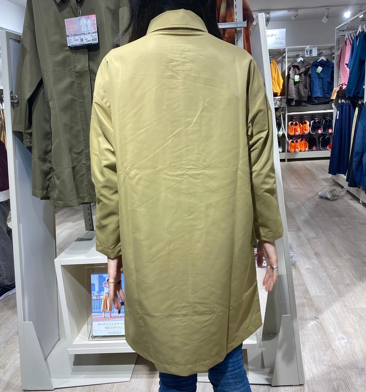 レディース高撥水ステンカラーコートを着た後ろ姿画像