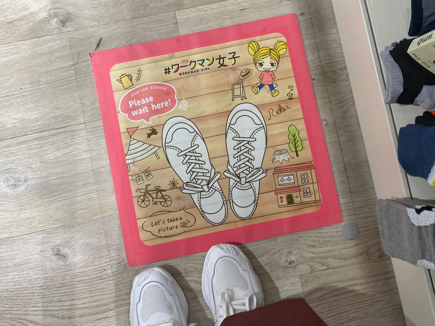 床面サインの画像