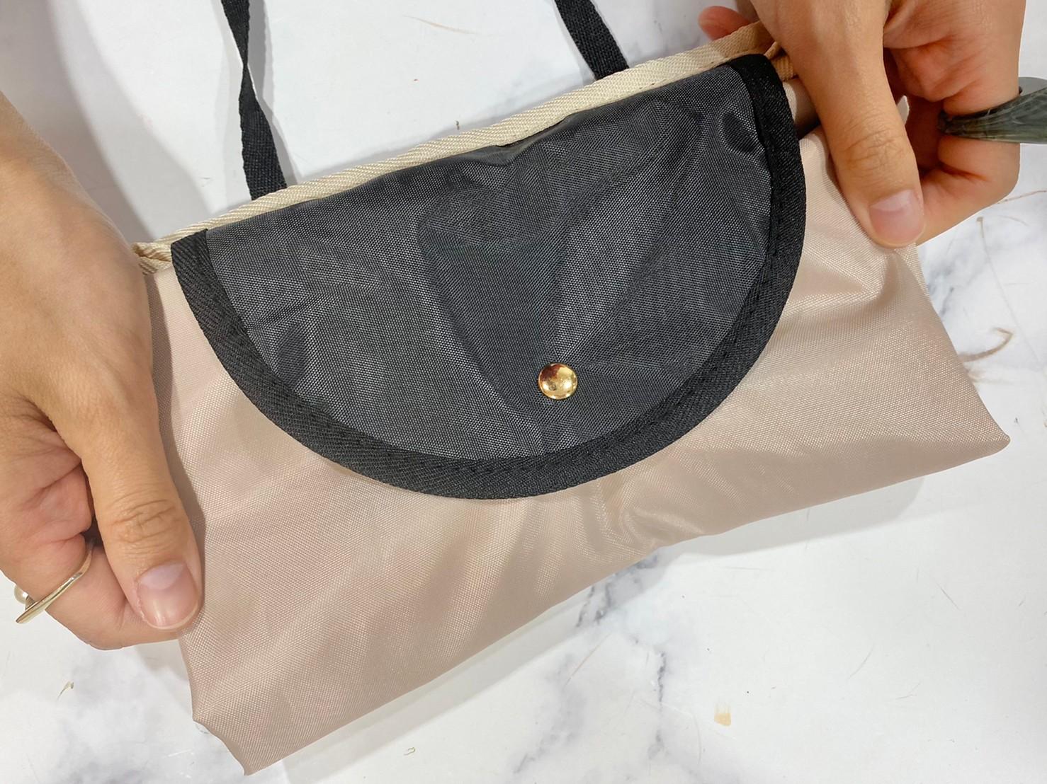 変身お買い物バッグをポシェットにした画像