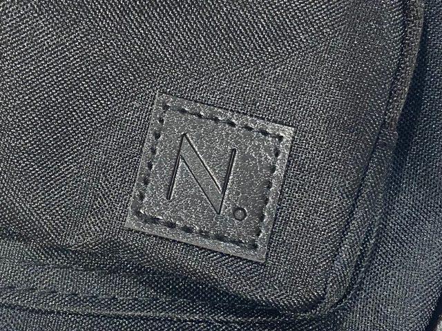 N. Natural Beauty Basic 10ポケットショルダーバッグのブランドロゴ