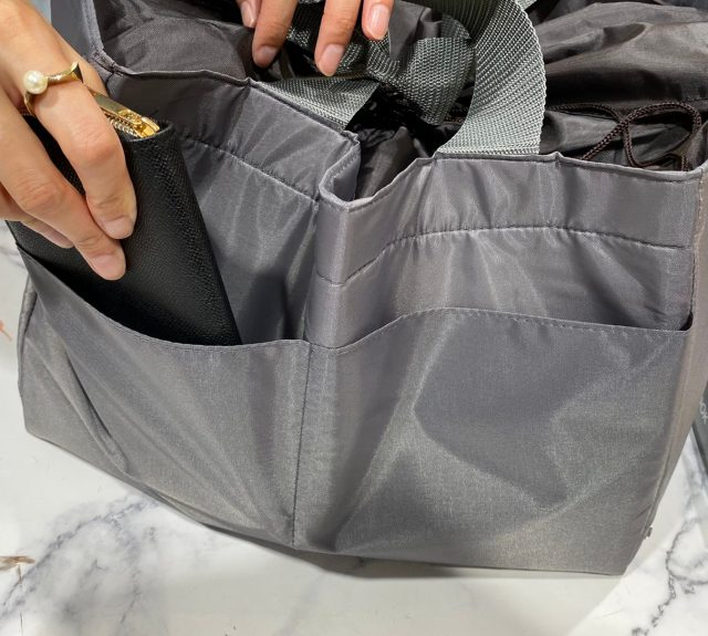 東京・銀座 WAKOお買い物が楽しくなるショッピングバッグの後面ポケット