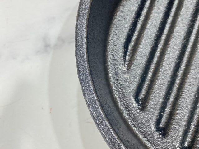 Coleman 本格派スキレットの鉄板についた凸凹