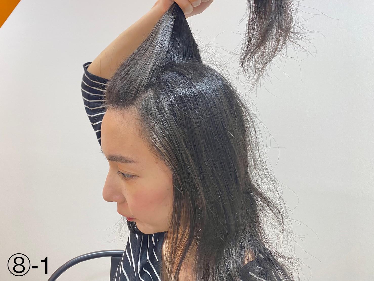 前髪を持ち上げる