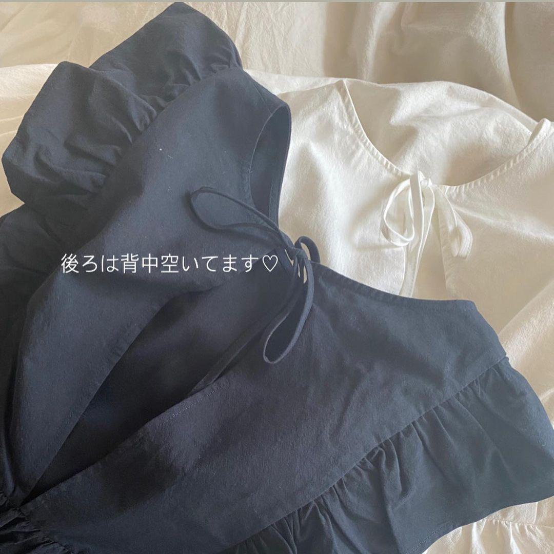バックリボンラッフルブラウスのバッグスタイル画像