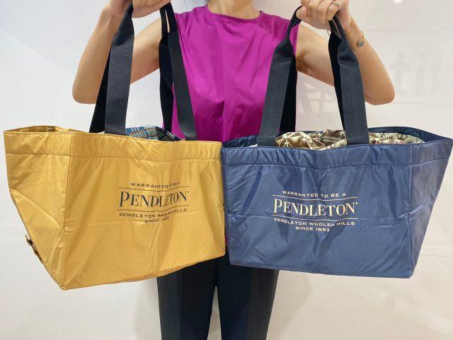 PENDLETON 保冷ができるBIG SHOPPING BAGを持った女性