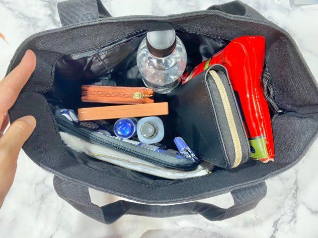 T&C Surf Designs 50th ANNIVERSARY トートバッグに物を入れたところ