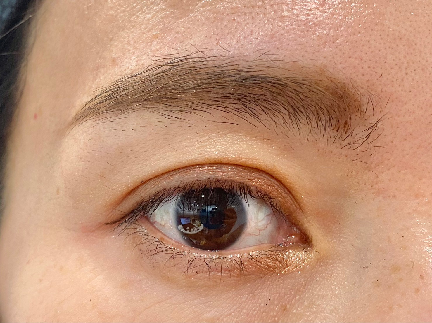 眉頭の正しい位置
