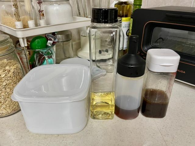 液体やペースト状の調味料に適したセリアの調味料入れ