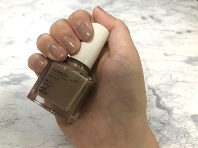 ネイルカラーを塗った爪